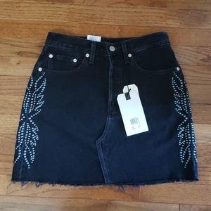 BNWT Levi's high-rise black mini skirt size 27
